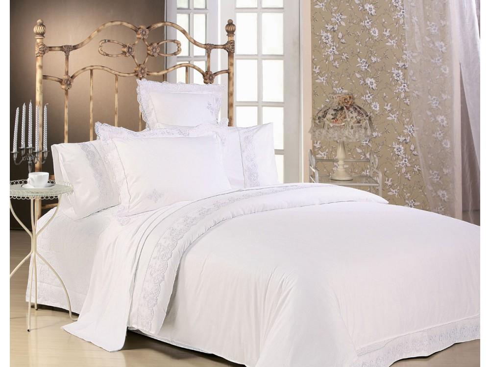 Жаккардовое постельное белье вышивкой