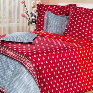 Красное постельное бельё в интерьере.